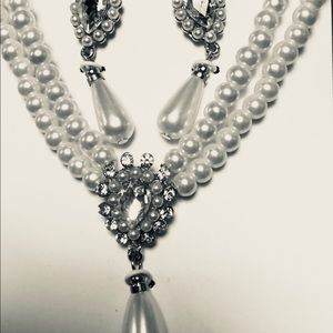 Jewelry - Pretty faux pearl  necklace and earing set